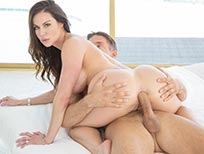 Pprnstar Kendra Lust does anal.